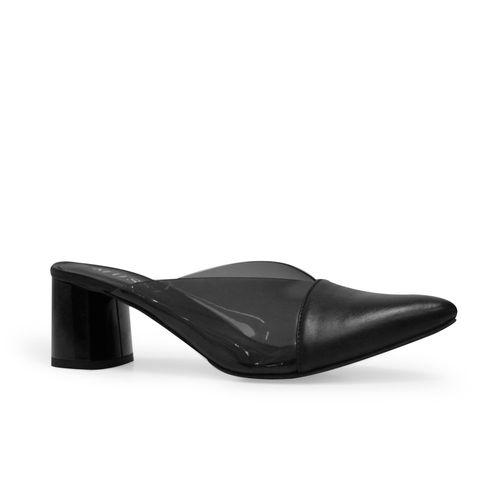 Tacones-puntudos-de-color-negro