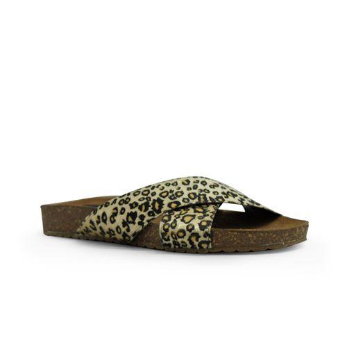 Sandalia-plana-de-color-negro-texturado