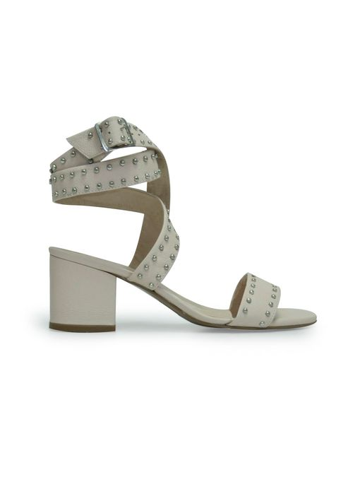 Sandalias-de-color-beige