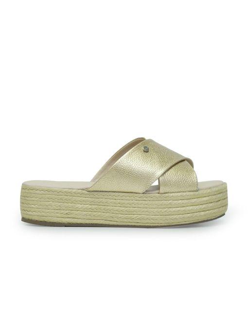 Sandalia-plataforma-de-color-oro