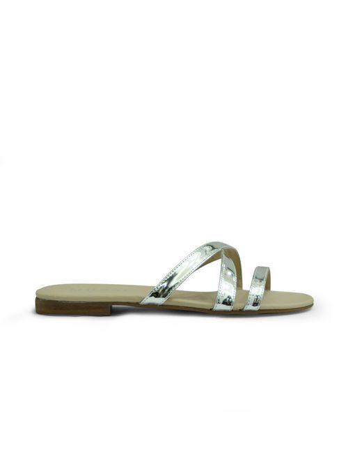 Sandalia-plana-de-color-plata