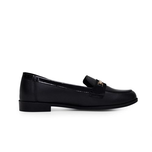Mocasin-plano-de-color-negro