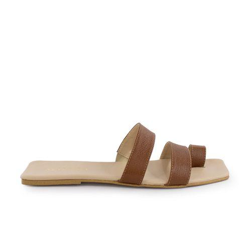 Sandalia-plana-de-cuero-miel